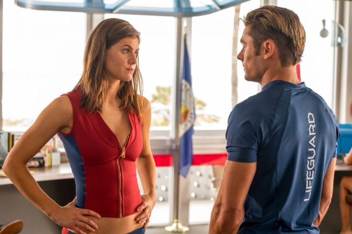 Alexandra Daddario and Zac Efron in Baywatch (2017)